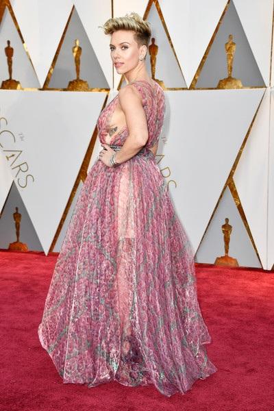 Scarlett Johansson điệu đà như công chúa với trang phục của Alaia