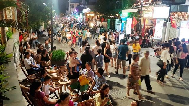Nối với phố Tây đi bộ 3 tối cuối tuần sẽ tạo trục không gian vui chơi xuyên suốt từ bờ bắc qua bờ nam sông Hương TP Huế