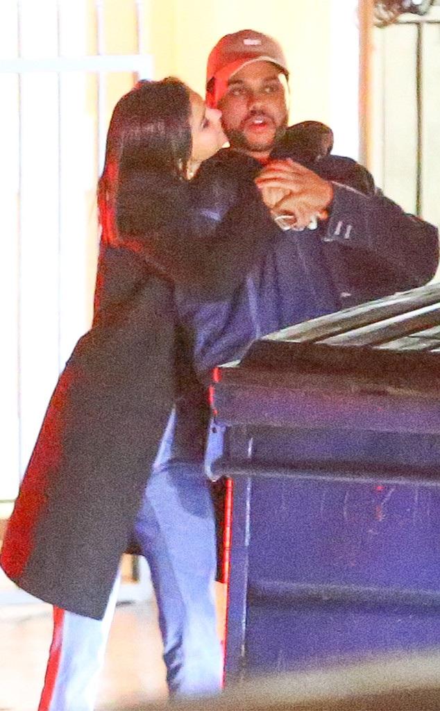 The Weeknd bị phát hiện tình tứ bên Selena Gomez khi cặp đôi đi ăn tối tại nhà hàng Giorgio Baldi ở Santa Monica, California, Mỹ ngày 11/1 vừa qua