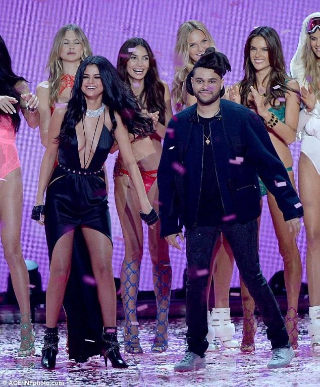 Selena và The Weeknd từng cùng nhau biểu diễn tại Victorias Secret Fashion Show 2015