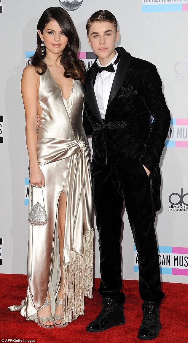 Selena có mối tình dài hơi lên bổng xuống trầm với Justin Bieber từ năm 2011 - 2014.