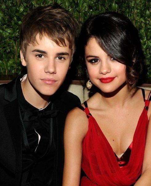 Năm 2016, mâu thuẫn giữa hai người lên đến tột đỉnh khi Selena chỉ trích bạn trai cũ khi anh công khai tình cảm với một cô gái khác. Hai người chỉ trích nhau ngoại tình và lừa dối trong thời gian yêu nhau và kết thúc là họ tuyên bố cạch mặt nhau.
