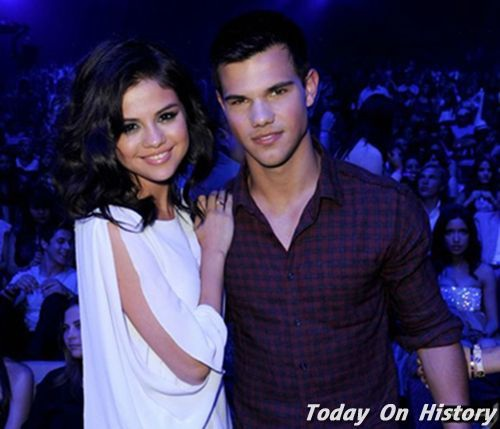 Selena từng hò hẹn với nam diễn viên điển trai Taylor Lottner vào năm 2007 và hai người chia tay vào tháng 6/2009.
