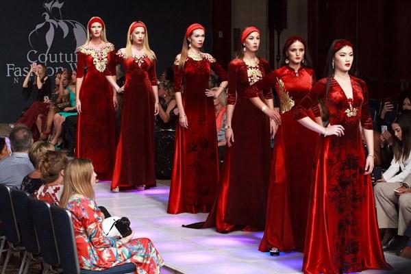 Hình ảnh mãn nhãn trong đêm mở màn New York Couture Fashion Week 2017.