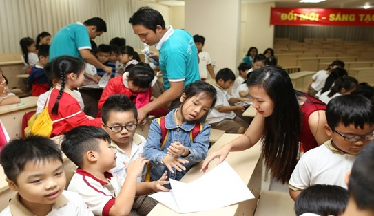 Các học sinh khối 1 và 2 trường Quốc tế IPS Đồng Nai tham dự buổi tư vấn dinh dưỡng cùng chuyên gia dinh dưỡng Trần Thị Ngọc Châu.