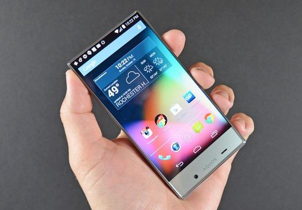 Sharp Crystal Aquos cũng là smartphone không viền màn hình được bán ra từ năm 2014