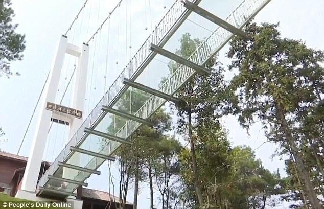 Trung Quốc đang triển khai nhiều công trình cầu đáy kính