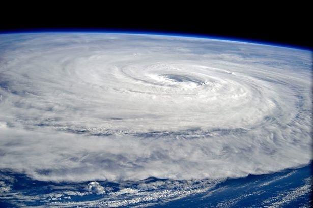 Siêu bão mạnh nhất trên Trái Đất trông như thế nào khi nhìn quan sát từ vũ trụ? - 1