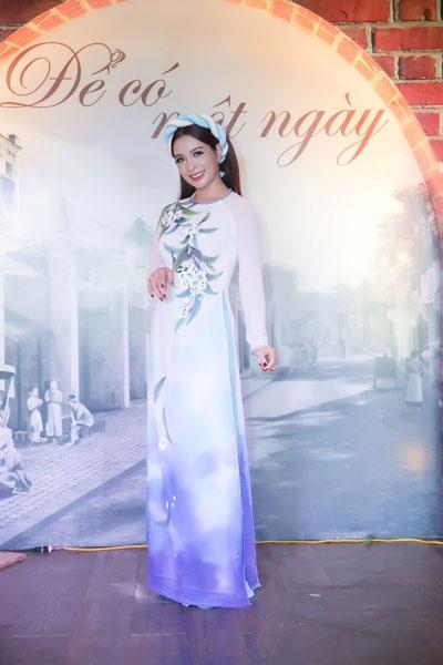 Cựu siêu mẫu Thúy Hằng cũng góp mặt trong đêm hội ngộ những người đẹp vang bóng một thời...