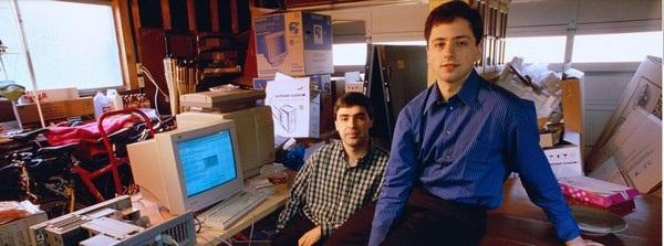 Hai nhà đồng sáng lập Larry Page (trái) và Sergey Brin bên trong garage nơi Google được ra đời