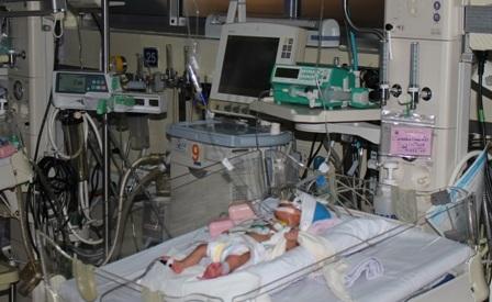 Cháu bé chào đời với bệnh tim nặng, cân nặng chỉ 900g đã may mắn qua được cuộc mổ