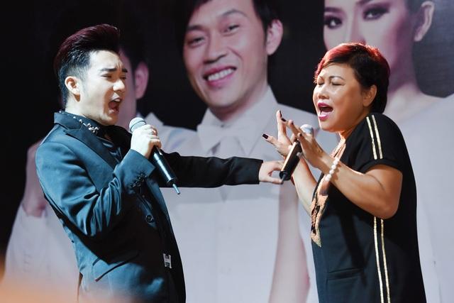 Với Siu Black, Quang Hà là ca sĩ đàn em chu đáo và quan tâm. Chính vì thế chị không thể từ chối lời mời xuất hiện trong liveshow lớn trong sự nghiệp ca hát của nam ca sĩ này.