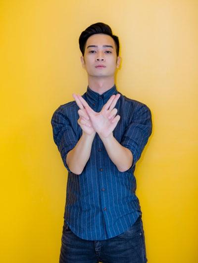 Slim V có buổi trò chuyện với khoảng 200 bạn trẻ xoay quanh vấn đề đạo nhạc. (Ảnh: Quang Minh)