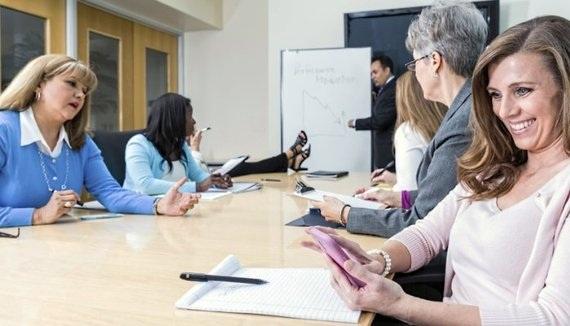 Vì sao không nên sử dụng smart phone khi họp? - 1