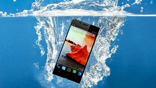 Trong khi chức năng chống nước đã xuất hiện từ lâu trên các mẫu smartphone thì đến nay BlackBerry mới mang tính năng này lên sản phẩm của mình (Ảnh minh họa)