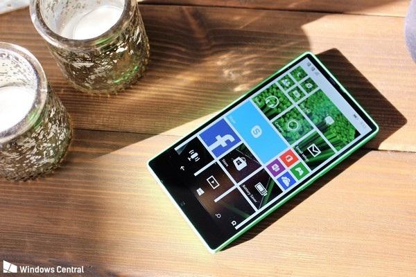 Cận cảnh smartphone không viền màn hình được Microsoft phát triển từ năm 2014 - 2
