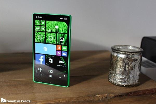 Cận cảnh smartphone không viền màn hình được Microsoft phát triển từ năm 2014 - 4