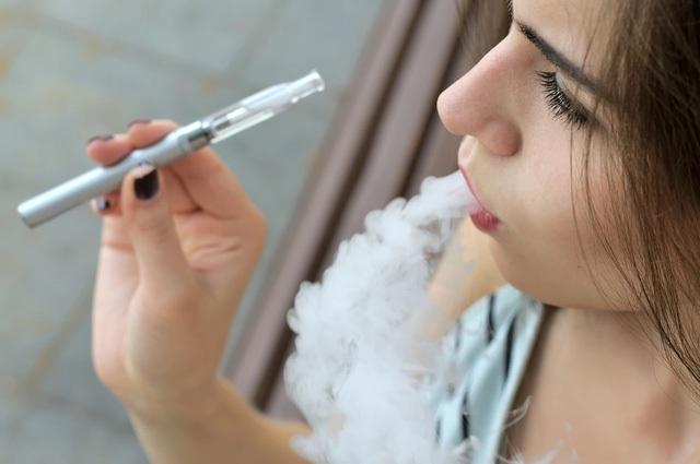 Du khách hút thuốc lá điện tử cũng phải nhận phạt khi ở Thái Lan