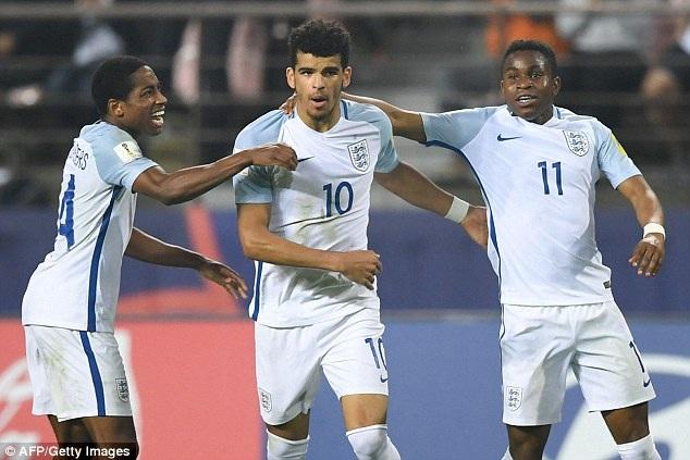 Dù vậy, Solanke (số 10) đã rực sáng giúp U20 Anh ngược dòng