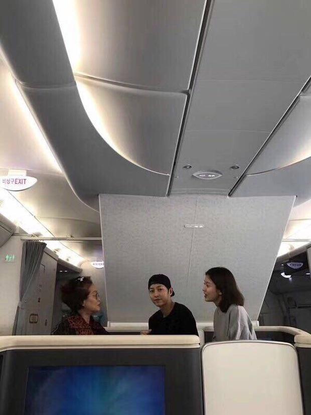Ngày 3/9, Song Hye Kyo và Song Joong Ki xuất hiện cùng nhau tại sân bay ở Seoul, Hàn Quốc.