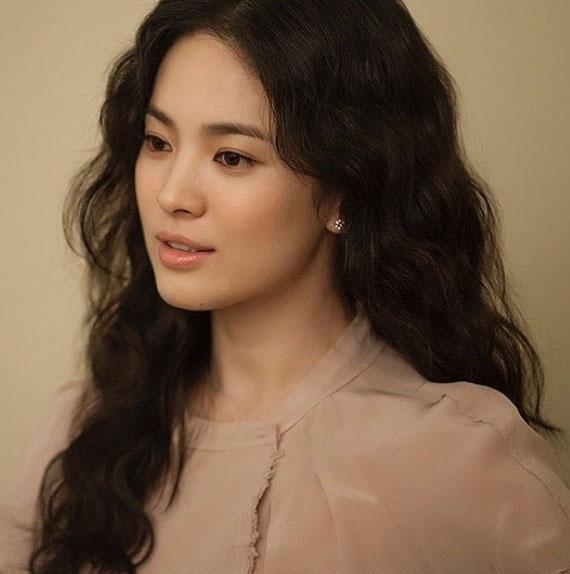 Từ khi công khai kế hoạch kết hôn với Song Joong Ki, Song Hye Kyo liên tục dính tin đồn mang thai.