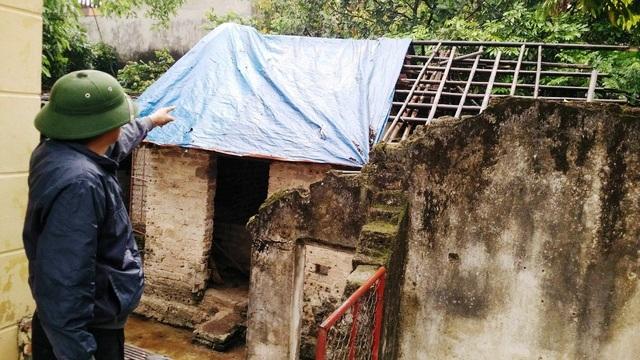 Nhà ở, công trình phụ trợ của nhiều hộ dân thôn Ích Duệ, xã Ninh Nhất xuống cấp giờ chỉ biết dùng tạm vì chưa biết ngày nào đi, còn ở được ngày nào.