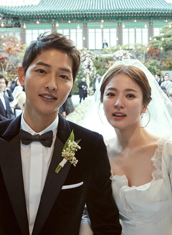 Song Hye Kyo và Song Joong Ki rạng ngời trong hôn lễ thế kỷ, chiều 31/10.