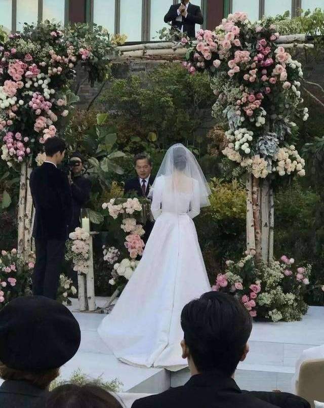 Song Joong Ki và Song Hye Kyo tung ảnh cưới đẹp như mơ sau đám cưới thế kỷ - 9