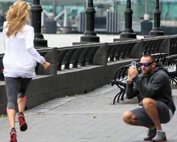 """Việc chạy bộ hàng sáng sẽ thường xuyên bị gián đoạn nếu bạn yêu một cô nàng thích """"sống ảo""""."""