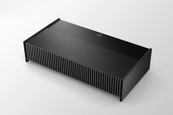 VPL-VZ1000ES có khối lượng 35kg nhưng khá nhỏ và dễ dàng di chuyển