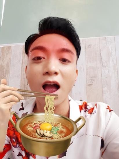 Có ai tưởng nhầm Soobin đang ăn mì đến toát mồ hôi không nhỉ?