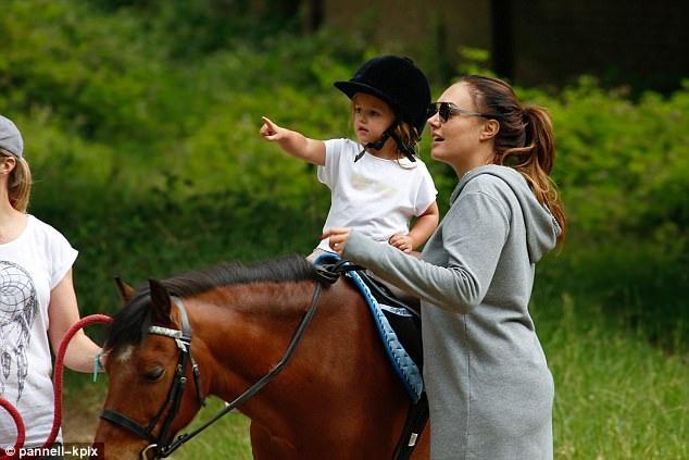 Sophia Ecclestone, cháu của tỷ phú Bernie Ecclestone có cuộc sống rất xa hoa và là tâm điểm thu hút sự chú ý của thợ săn ảnh ở Anh quốc
