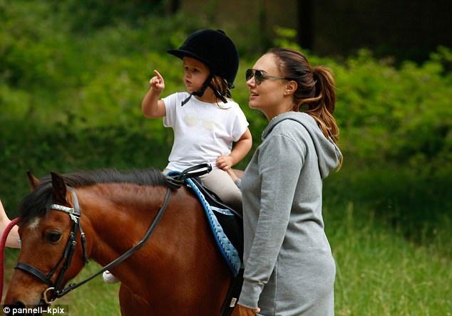 Ông ngoại sở hữu khối tài sản hơn 3 tỷ đô la nên Sophia và bố mẹ tận hưởng cuộc sống rất xa hoa