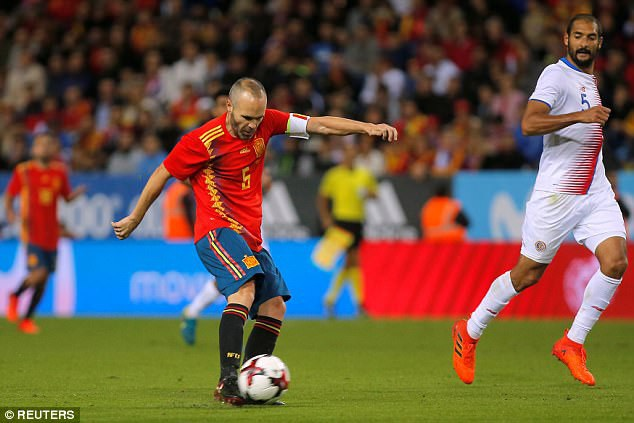 Iniesta ấn định chiến thắng 5-0 cho Tây Ban Nha
