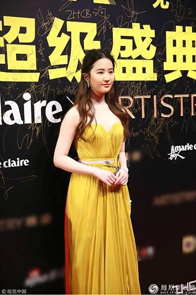 Lưu Diệc Phi tham dự sự kiện tại Trung Quốc, tối qua 7/12.