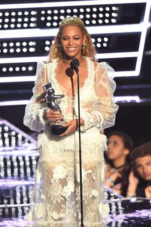 Beyoncé yêu cầu được trả 2 triệu USD khi chấp nhận xuất hiện tại một bữa tiệc mừng năm mới.