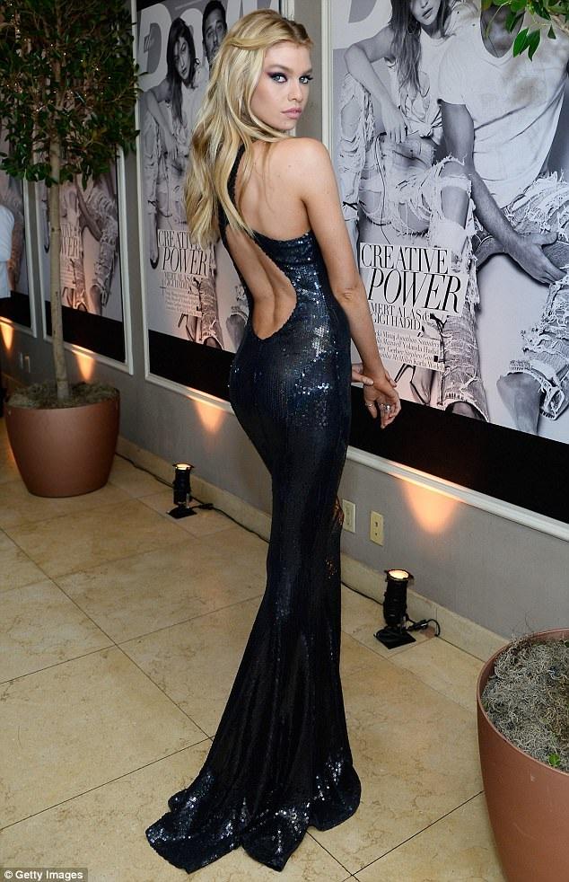 Stella Maxwell, 26 tuổi, siêu mẫu người Bỉ được trao giải siêu mẫu của năm tại sự kiện này