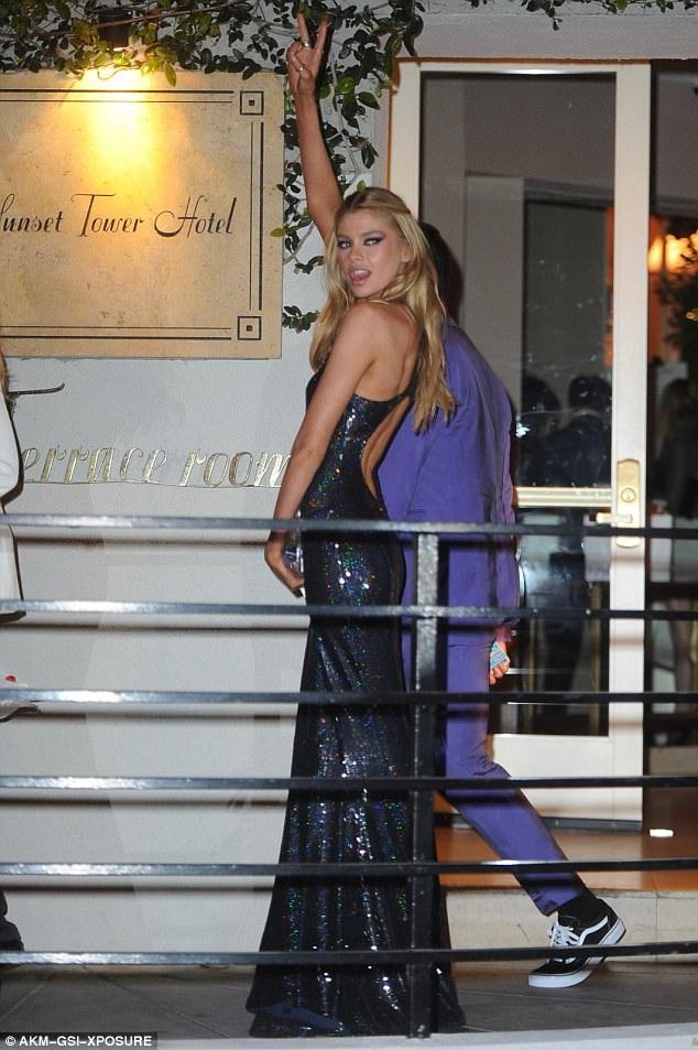 Stella dự sự kiện mà không có bạn gái - nữ diễn viên phim Chạng vạng Kristen Stewart cùng đi