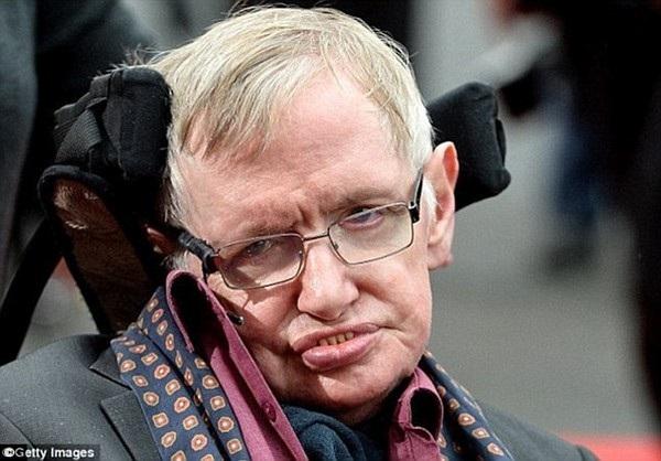 Giáo sư danh tiếng Stephen Hawking đã từng rất nhiều lần cảnh báo về sự nguy hiểm của trí tuệ nhân tạo