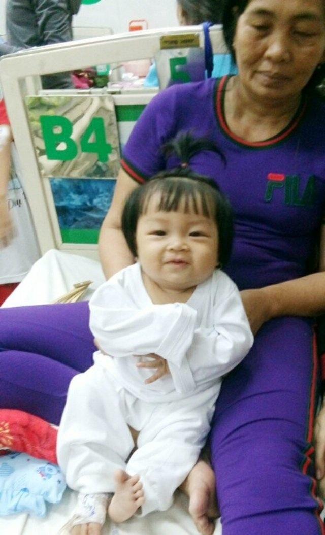 Cháu Võ Thị Bích Ngọc là một cháu bé bụ bẫm, đáng yêu nhưng không may lại mắc căn bệnh hiểm nghèo ung thư máu.