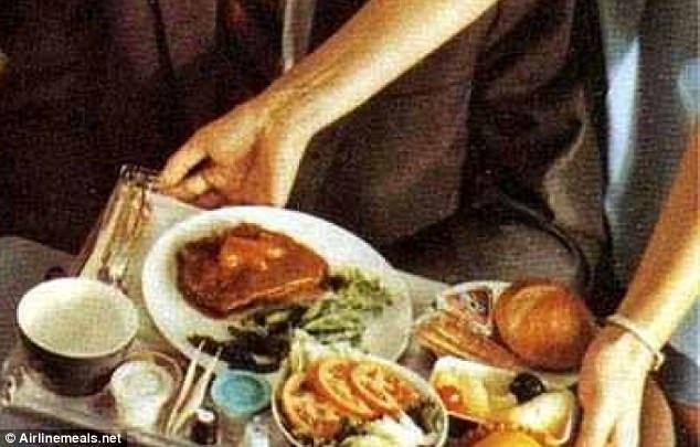 Đây là suất ăn của hãng hàng không Pan Am trong giai đoạn những năm 1960. Phần ăn có cả các món chính và rau.