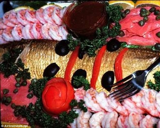 Bữa ăn khoang hạng nhất của hãng hàng không Pan Am từ New York tới Tokyo năm 1979 phục vụ như bữa tiệc Hoàng gia.
