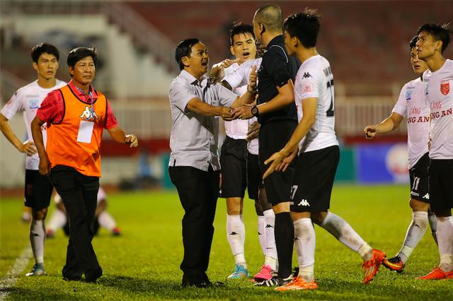 V-League hiện tại đầy những tranh cãi, nhưng kém về chất lượng chuyên môn (ảnh: Anh Hải)
