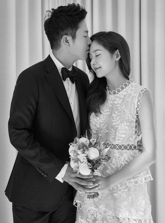 Ông xã của Sung Yuri là tay golf chuyên nghiệp và hiện đang làm huấn luyện viên cho một đội tuyển golf quốc gia.