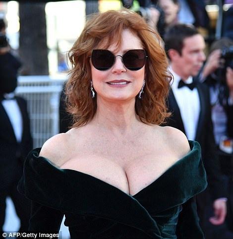 Bà cũng đã từng giành giải Oscar và 5 lần được đề cử giải Emmy