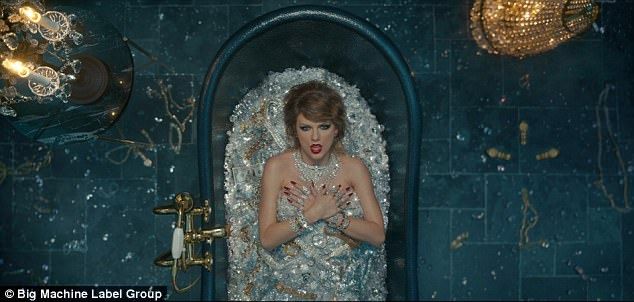 Fans hào hứng khi Taylor Swift tung MV mới Look What You Made Me Do sau nhiều chờ đợi