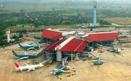 Mọi hoạt động khai thác bay tại sân bay Nội Bài chiều 20/7 diễn ra bình thường, không có chuyện mưa to gió lớn làm rơi máy bay