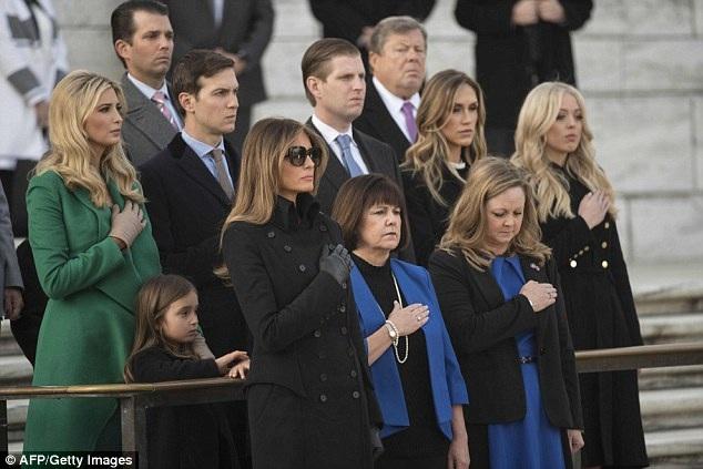 Gia đình Tổng thống đắc cử Trump cũng có mặt đông đủ. (Ảnh: AFP)