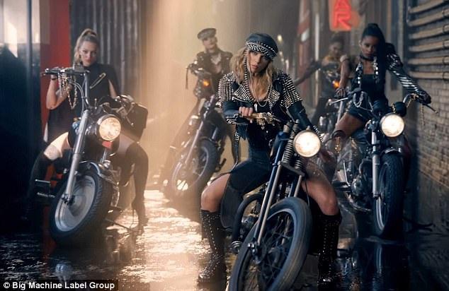Đạo diễn MV là Joseph Kahn, người từng đạo diễn các MV của Taylor như Blank Space và Bad Blood