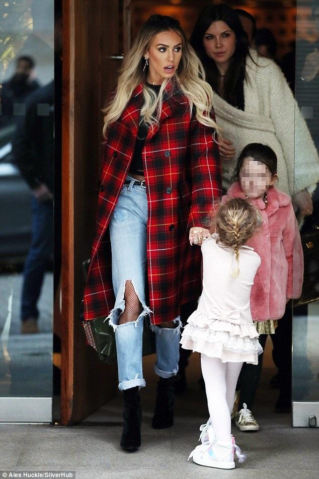 Petra cũng đưa con gái đi cùng trong buổi hò hẹn cùng gia đình